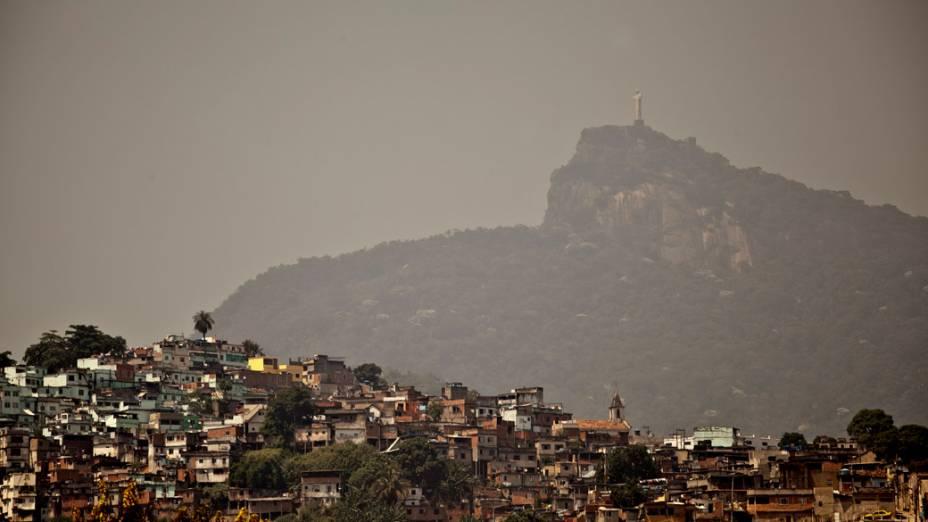 Vista do cristo da Av. Presidente Vargas, pois em alguns bairros cariocas os termômetros chegaram a registrar 40 graus de temperatura