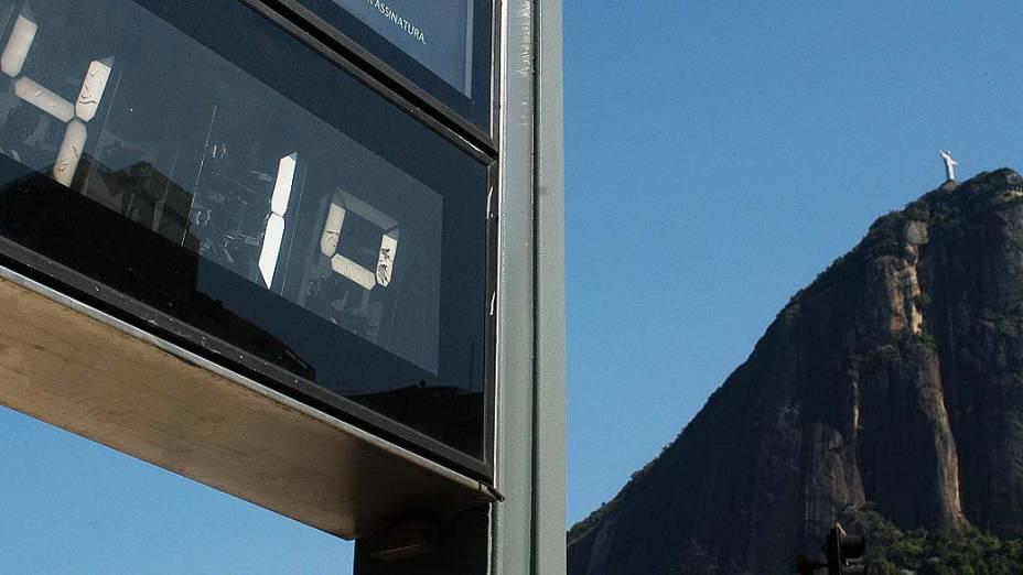 Rio de Janeiro nesta manhã, quem passava pela Zona Sul já podia ver termômetros marcando 41°C