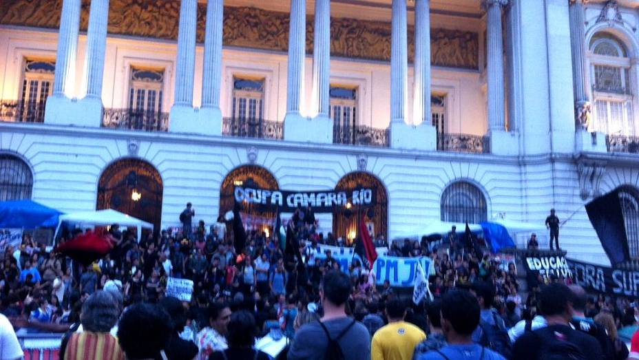 Rio: novo protesto de professores se concentra em frente à Câmara