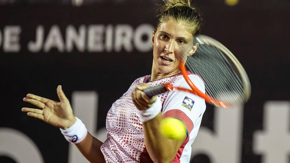 A brasileira Beatriz Haddad Maia em partida contra a polonesa Katarzyna Piter