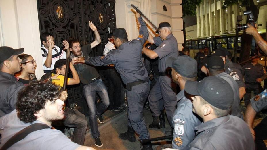 Rio: policiais militares entraram em confronto com manifestantes nesta segunda (30/9)