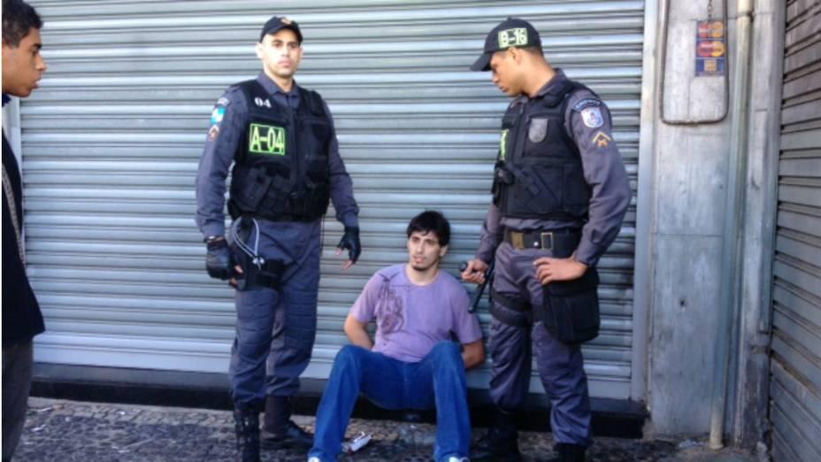 Manifestante detido no centro do Rio, acusado de agredir policiais militares