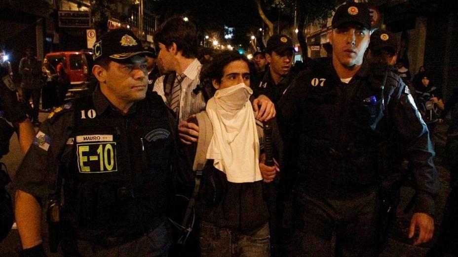 Rio: Protesto no Centro terminou em mais um confronto entre manifestantes e polícia nesta segunda (19/8)