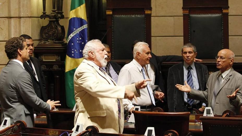 Rio: vereadores discutem novo plano de cargos e salários dos professores