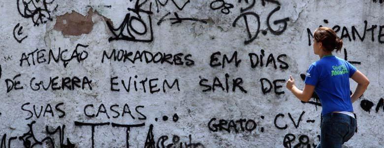 Moradora corre na Vila Cruzeiro