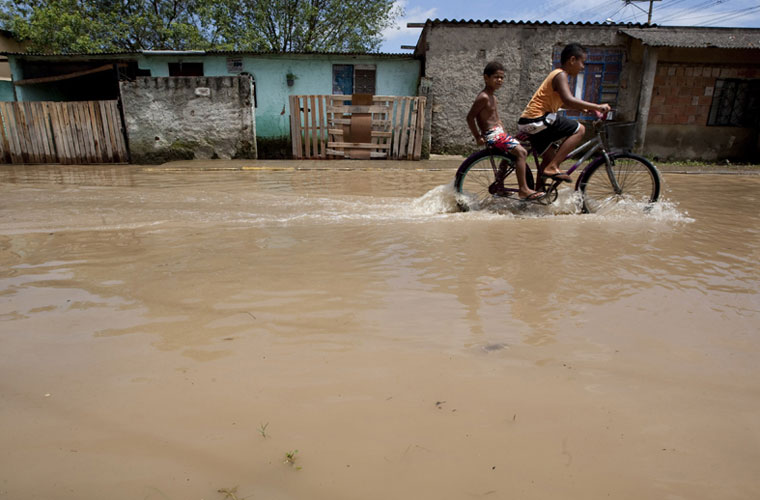 Em 2009, a cidade de Duque de Caxias, na Baixada Fluminense, decretou estado de emergência.