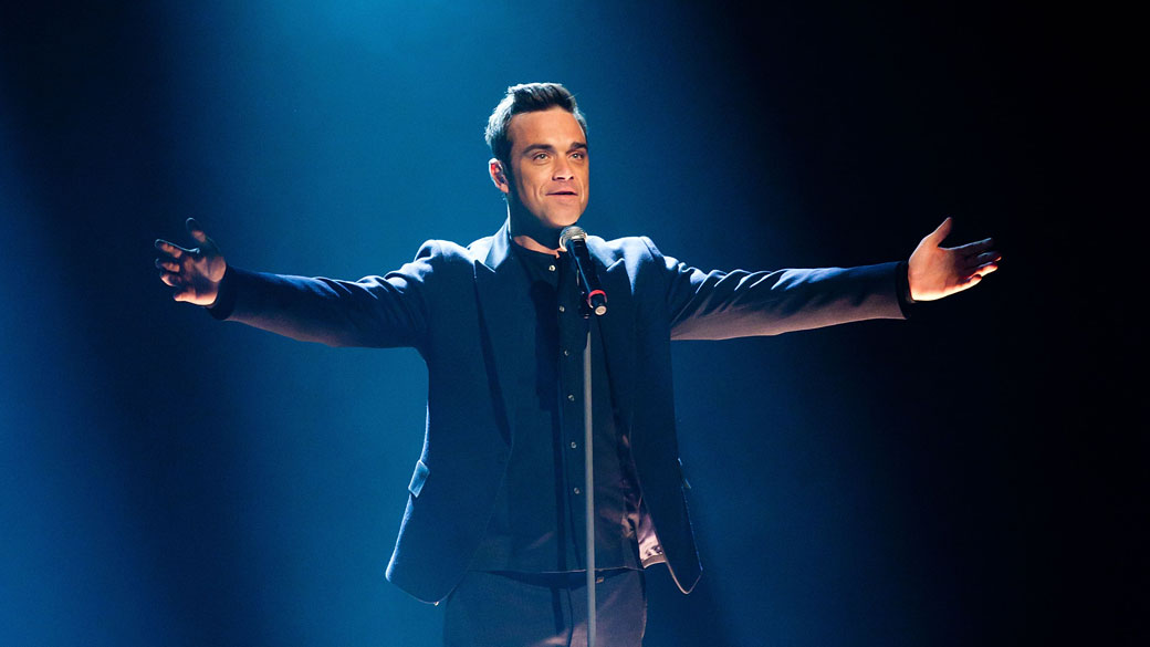 O cantor Robbie Williams durante apresentação na Alemanha - 12/02/2011