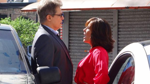 Roberta (Gloria Pires) e Felipe (Edson Celulari) quase batem o carro em Guerra dos Sexos