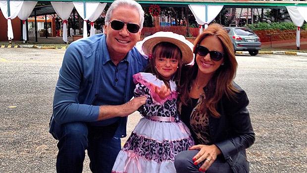 Roberto Justus e Ticiane Pinheiro em festa junina da filha, Rafa, no último dia 18
