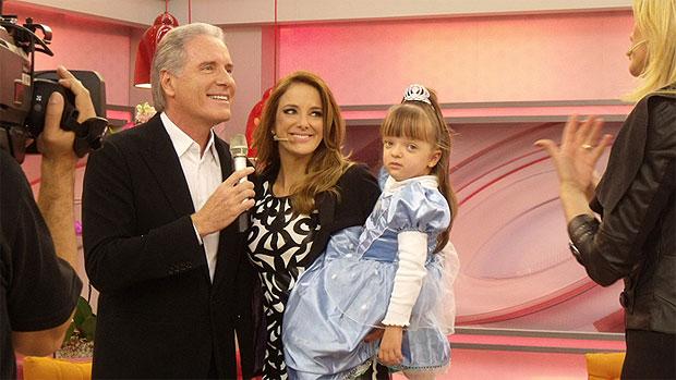 Roberto Justus, Ticiane Pinheiro e Rafa Justus no programa que ela apresenta, na Record