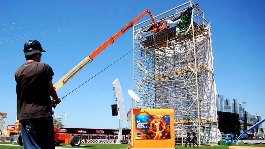 Montagem das estruturas na Cidade do Rock