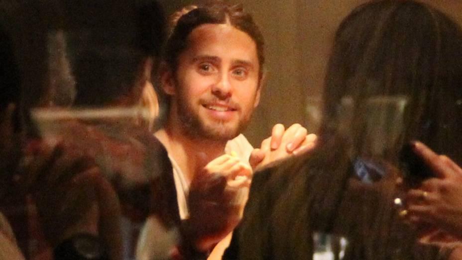 Jared Leto janta no restaurante Sushi Leblon