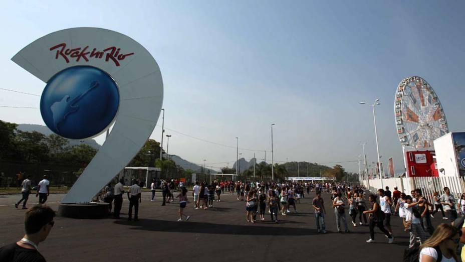 Público chega a Cidade do Rock para o primeiro dia do Rock in Rio, em 23/09/2011
