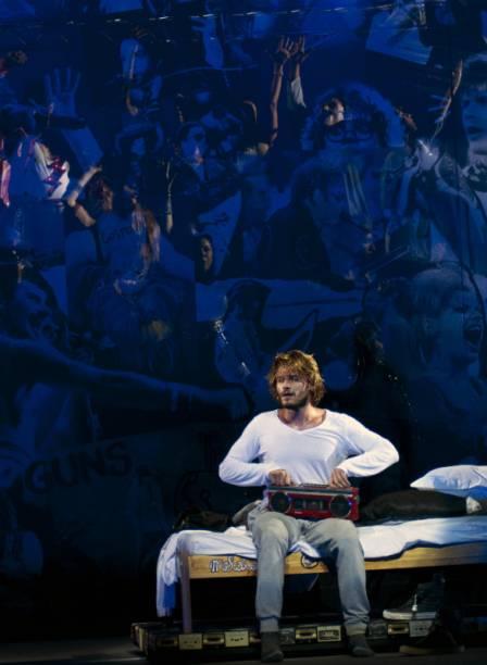 Hugo Bonemer, protagonista de Rock in Rio - O Musical vive um jovem que só se comunica através da música