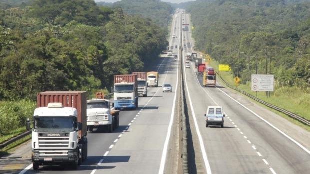 Circulação de veículos pesados nas estradas aumenta e indica recuperação