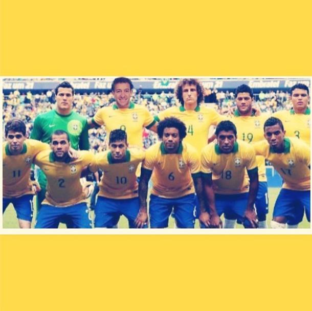 O apresentador Rodrigo Faro faz uma montagem e se inclui no time brasileiro: Seleção pronta pra mais uma vitória com uma substituição no ataque, escreve ele