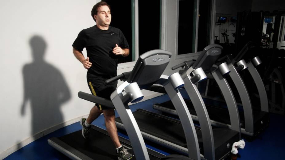 Na luta contra a balança, Rodrigo Maia, do DEM, faz esteira quatro vezes por semana