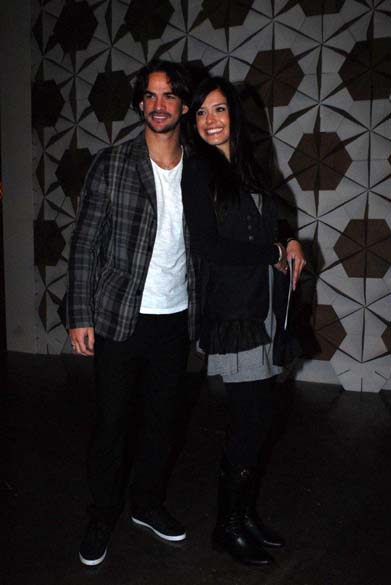 O casal de ex-BBBs Rodrigo e Talula esteve no Ibirapuera no segundo dia do SPFW