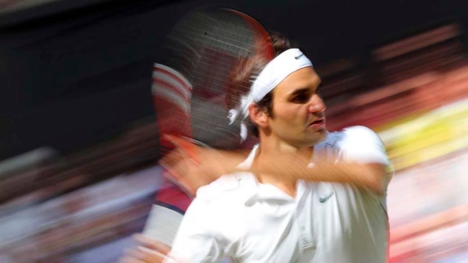 Em Londres, o tenista suíço Roger Federer durante partida contra o francês Jo-Wilfried Tsonga, nas quartas de final do Torneio de Wimbledon