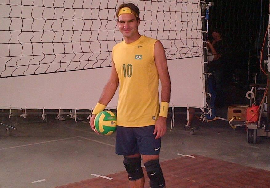 Roger Federer vestido como jogador de vôlei