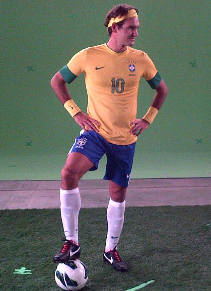 Roger Federer vestido com uniforme da seleção brasileira