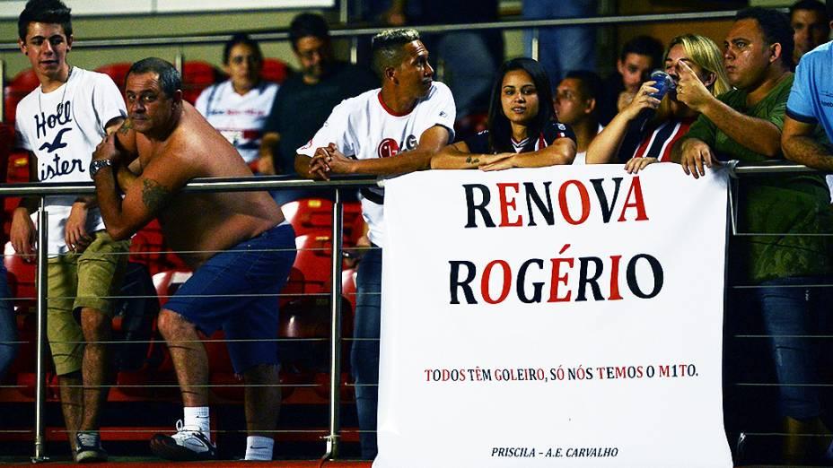 Torcida pede a renovação do contrato para o goleiro de 40anos, que igualou recorde de Pelé de número de atuações pelo mesmo clube, 1116 jogos