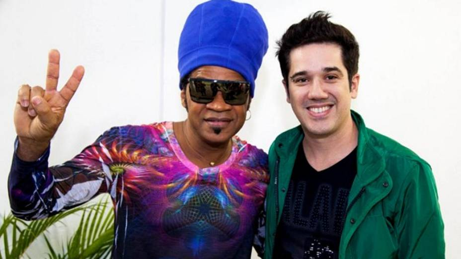 Rogério Flausino é o técnico auxiliar de Carlinhos Brown no The Voice Brasil