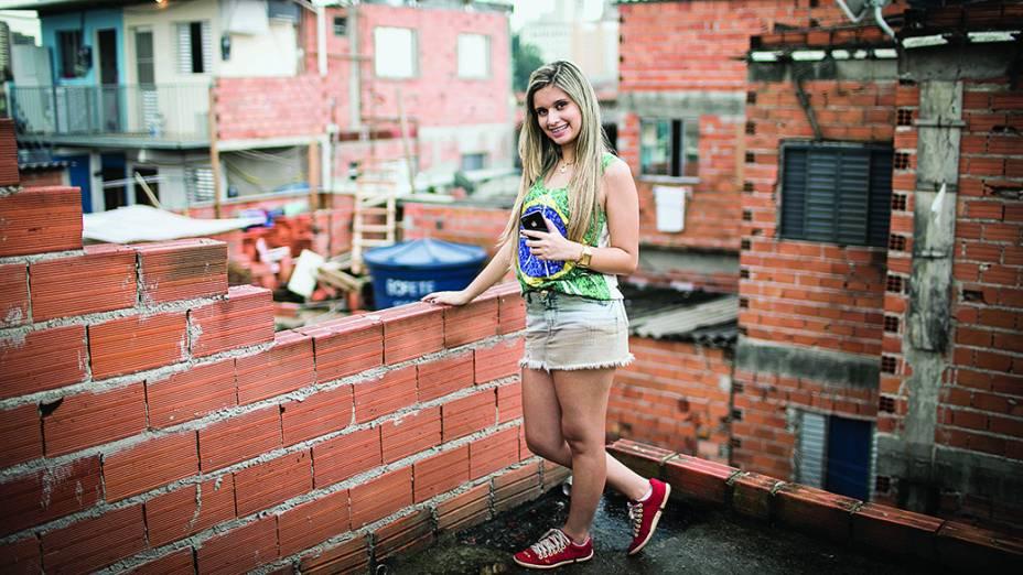 A jovem Yasmim Oliveira, 15 anos que tem mais de 80 mil seguidores no Facebook
