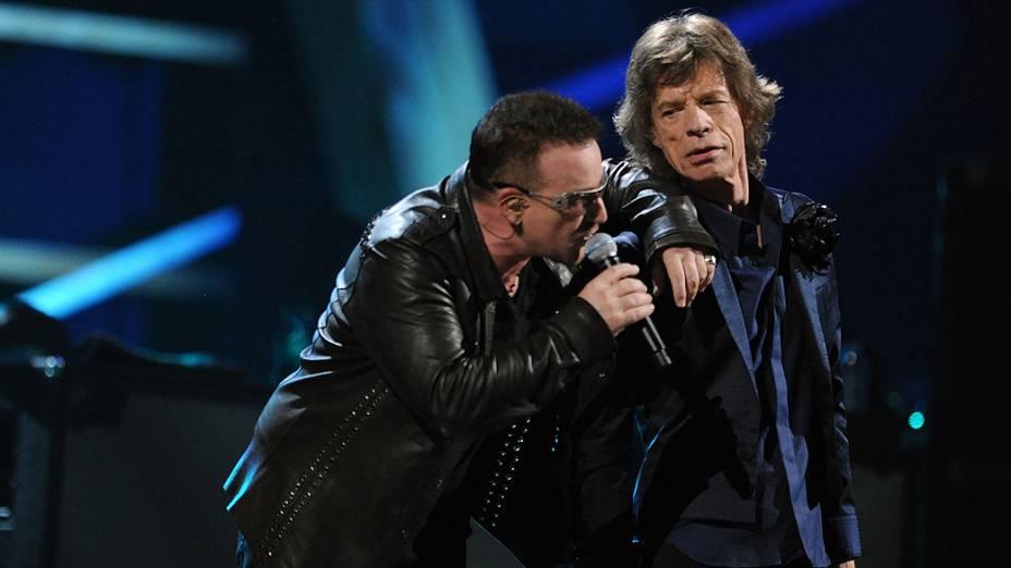 Bono do U2 e Mick Jagger dos Rolling Stones em concerto em Nova Iorque