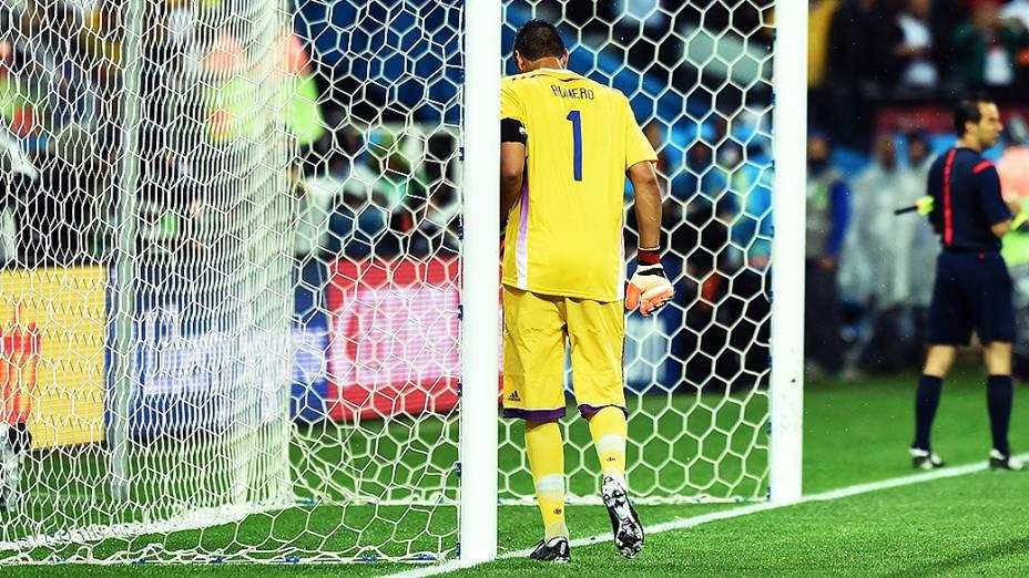 O goleiro argentino Sergio Romero na decisão por pênaltis contra a Holanda