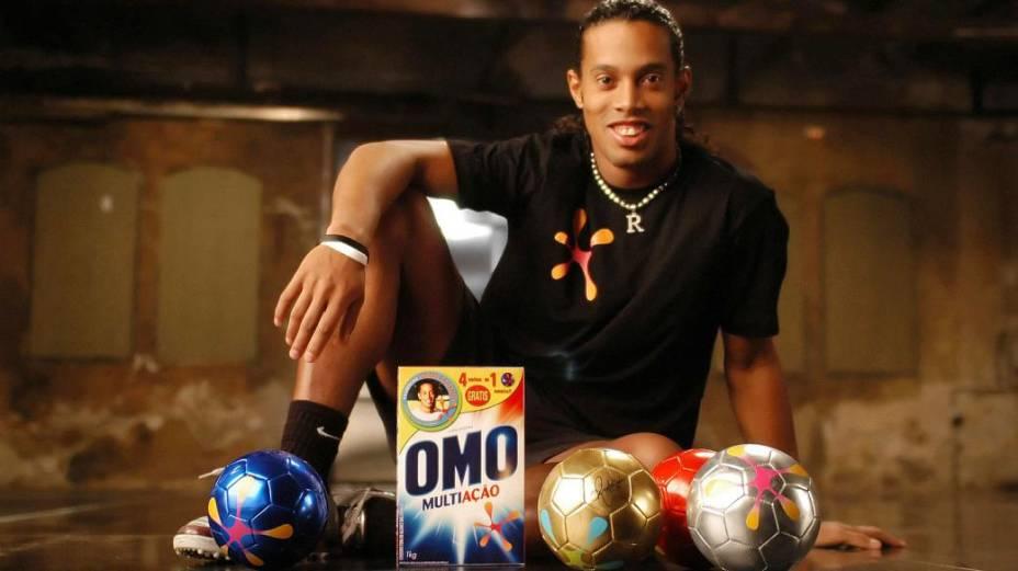 Ronaldinho Gaúcho em anúncio do sabão em pó Omo