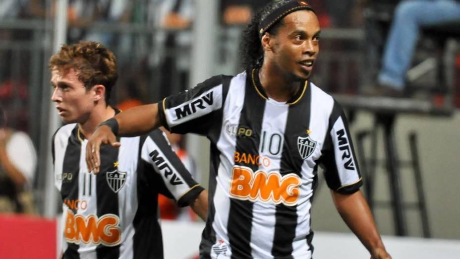 Ronaldinho Gaúcho deu passe para os dois gols do Atlético Mineiro sobre o São Paulo na estreia da Libertadores