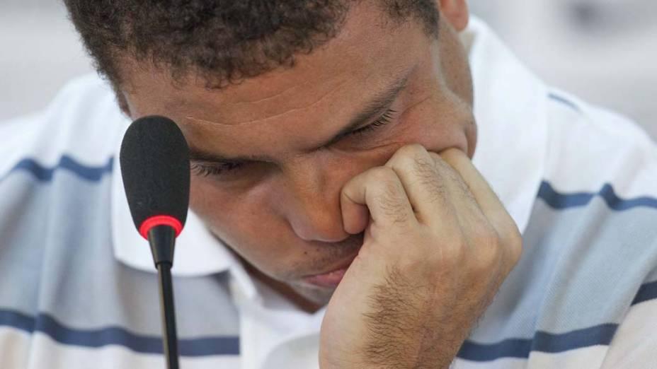 O jogador Ronaldo anuncia o fim de sua carreira como jogador profissional durante coletiva de imprensa em São Paulo
