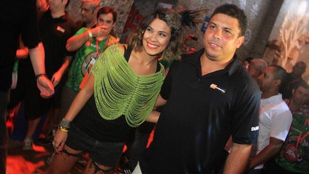 ronaldo-fenomeno-e-a-mulher-bia-anthony-no-camarote-expresso-2222-original-2.jpeg
