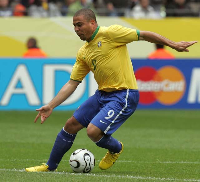 Na partida contra Gana, válida pela Copa de 2006, na Alemanha, Ronaldo fez um belo gol após driblar o goleiro