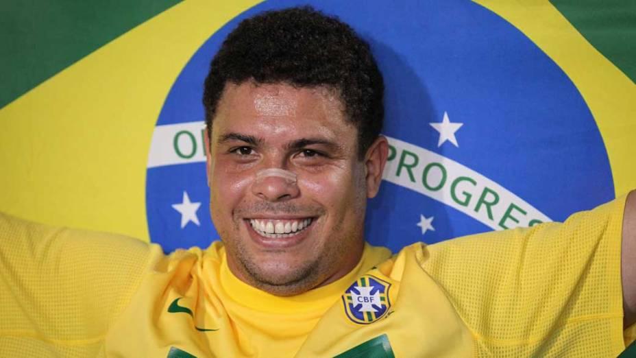 O jogador Ronaldo na homenagem durante partida contra a Romênia no Pacaembu, São Paulo