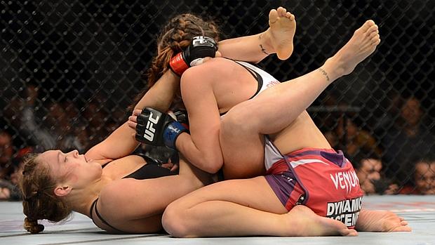 Ronda Rousey manteve o cinturão após finalizar Miesha Tate