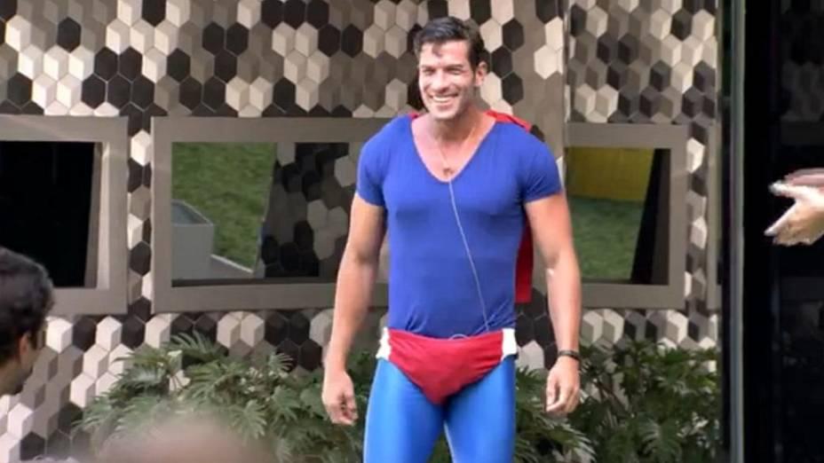 Roni se veste de Superman no BBB14