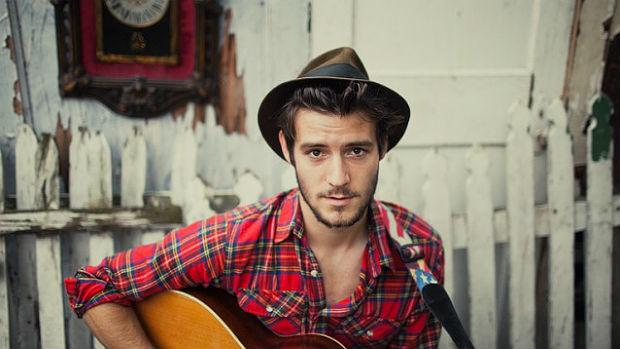 O músico inglês Roo Panes é a nova aposta musical da Burberry