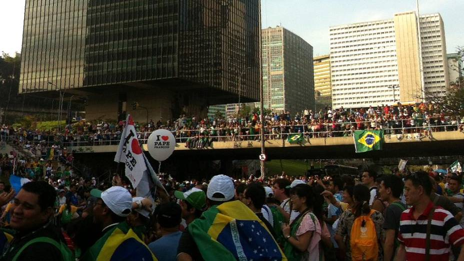 Ruas do Centro do Rio tomadas por fiéis