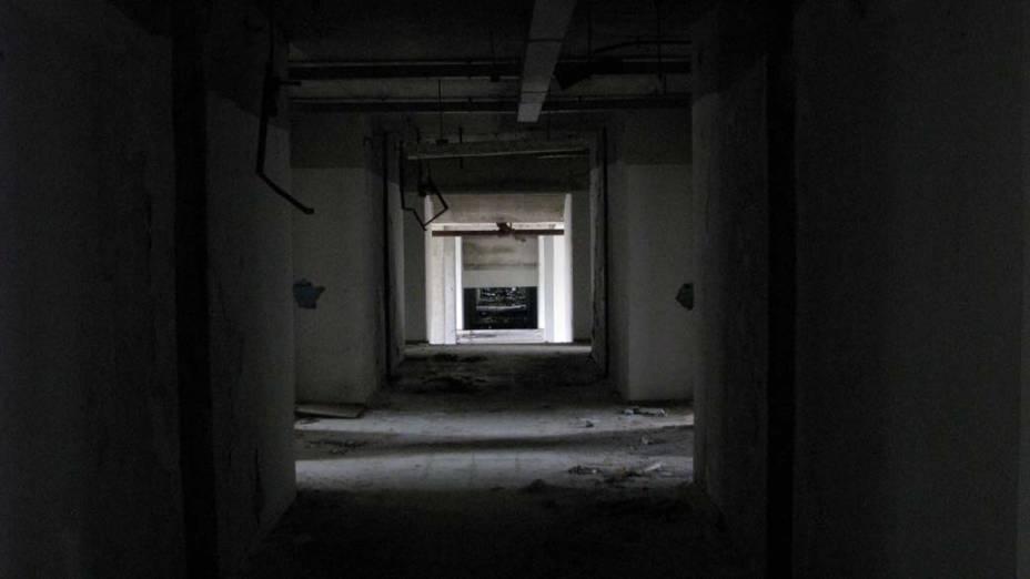 """Por causa dos corredores escuros e dos vários prédios abandonados, as antigas instalações da Telebrás de Pernambuco – que hoje pertencem à Oi TNL – são consideradas pelos exploradores urbanos """"um lugar sinistro"""""""
