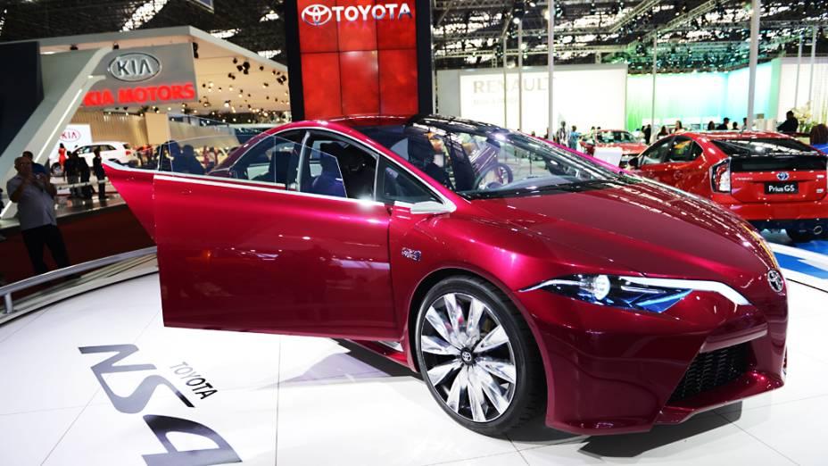 Toyota NS4 - Cotado como o futuro do híbrido Prius, o protótipo usa o mesmo sistema de propulsão do hatch plug-in, que associa um motor 1.8 litro a um gerador elétrico. O veículo possui tecnologias voltadas para melhorar a segurança do motorista, como faróis com fachos adaptativos, alerta de ponto cego e um dispositivo de pré-colisão de última geração, que faz uso de sensores e câmeras para detectar situações que ofereçam risco de acidente