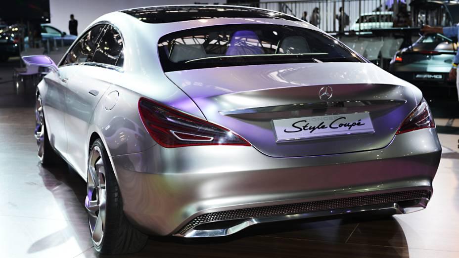 Mercedes-Benz CSC - Abreviatura do termo Concept Style Coupe, o protótipo do futuro sedã compacto de quatro portas da marca alemã vem com vários equipamentos tecnológicos, como faróis adaptativos ultra-modernos, rodas de 20 polegadas, assentos individuais, motor 2.0 turbo, com 211 cv, e câmbio automatizado de dupla embreagem, com sete marchas