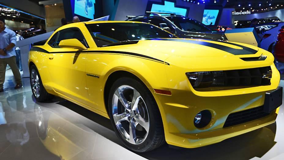 Camaro SS: motor V8 de 6.2 litros, 406 cavalos de potência. Faz de 0 a 100 km/h em 4,8 segundos e tem velocidade máxima limitada eletronicamente em 250 km/h