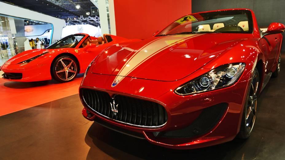 Maserati GranCabrio Sport  motor V8, com 570 cavalos, pode chegar aos 285 km/h, e vai de 0 a 100 km/h em 5,2 segundos. Tem transmissão de seis marchas, com o modo MC Auto Shift. Custa pouco mais de 1 milhão de reais