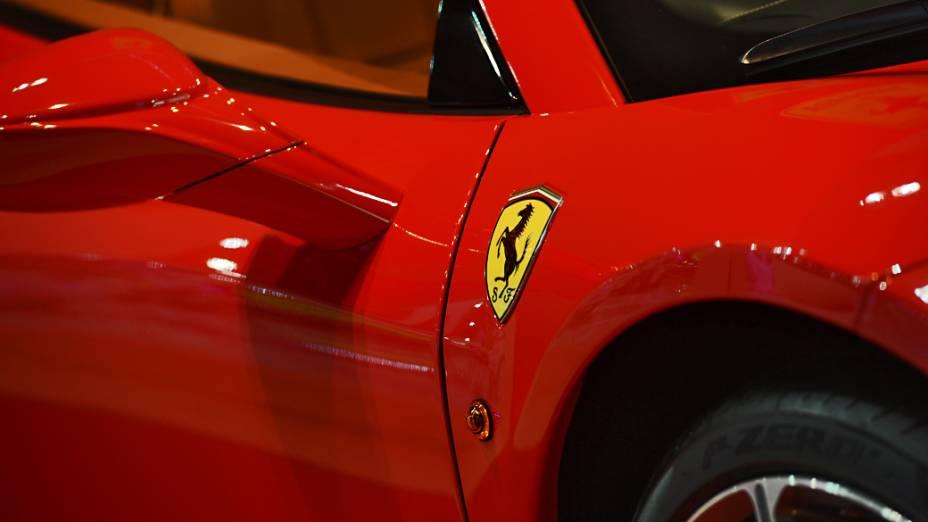 Ferrari 458 Spider: conversível com motor V8 4.5 l, com 570 cavalos de potência, custa na casa de 2 milhões de reais