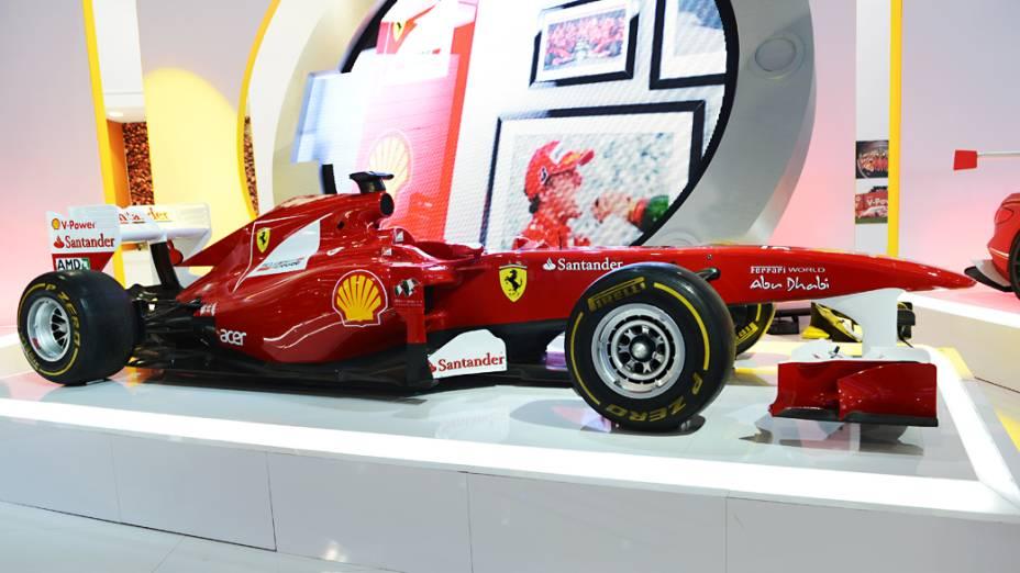 Ferrari F2012 - Carro show da Scuderia Ferrari exposta no estande da Shell, parceira da equipe no Mundial de F1. Vem com motor V8 32V 2.398 cm³ associado a um câmbio de sete marchas. Tem freios a disco ventilados de fibra de carbono, suspensão independente nas quatro rodas e pesa 640 quilos