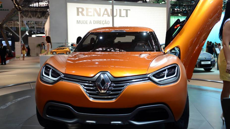 Renault Captur - Mostrado no começo do ano passado durante o Salão de Genebra, o protótipo com carroceria curvilínea vem com teto retrátil e chassi feito de fibra de carbono para favorecer a redução de peso. O motor que empurra o modelo é um 1.6 biturbo, a diesel, capaz de entregar 160 cv. O interior exibe bancos vazados e a parte frontal tem como inspiração o design de outro carro-conceito, o DeZir, apresentado no Salão do Automóvel de São Paulo de 2010
