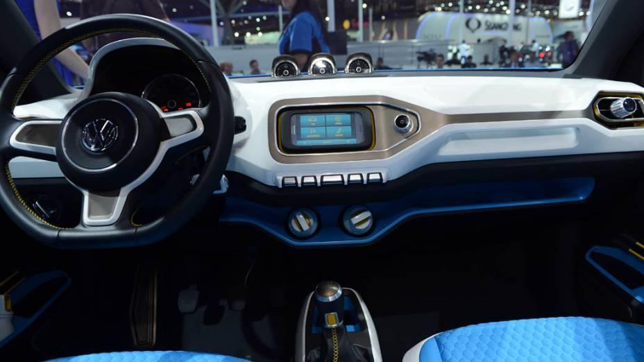 """Volkswagen Taigun - Um dos carros-conceito mais importantes deste Salão de São Paulo pelo que ele representa. Apesar do nome, de inspiração asiática, o protótipo de utilitário esportivo é cotado para ser produzido no Brasil. Ele é desenvolvido sobre a plataforma do pequenino up! e, segundo o próprio presidente mundial da VW, Martin Winterkorn, feito sob medida para o mercado brasileiro"""". Ele é equipado com um motor 1.0 TSI, de três cilindros e injeção direta de gasolina, acoplado a um cãmbio manual de seis marchas. Este conjunto está apto a render até 110 cv e atingir média de consumo de 22 km/l"""