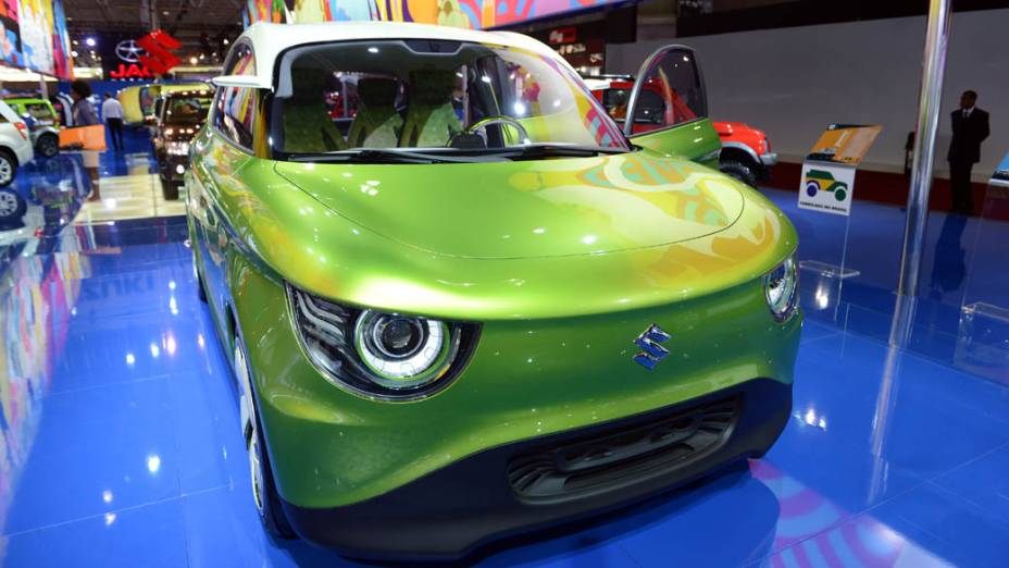 Suzuki G70 - É uma espécie de kei car, aqueles carrinhos japoneses que cabem em qualquer lugar. Ele pesa apenas 730 kg e usa um motor de 800 cilindradas, turbo, a gasolina, com injeção direta de combustível. A transmissão é automática, do tipo CVT, que se adapta à forma de guiar do motorista, e conta com sistema Auto Start Stop, que desliga o motor quando o carro cessa o movimento por breves períodos de tempo, ao parar diante de um semáforo fechado ou no anda-e-para de um congestionamento. A Suzuki garante que o G70 é capaz de rodar 32 quilômetros com 1 litro de gasolina e emitir 70 gramas de dióxido de carbono (CO2) para cada quilômetro rodado